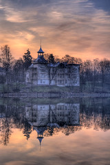 Villa Kivi (MikeAncient) Tags: old city sea sky urban mist reflection building architecture clouds sunrise finland geotagged helsinki villa mansion hdr tlnlahti linnunlaulu cirrusclouds tonemapped tonemap 4exp villakivi