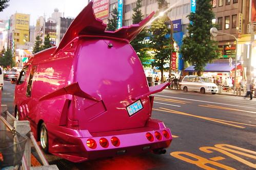Strange car in Akiba