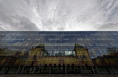 (Guillaume DELEBARRE (Guigui-Lille)) Tags: reflet ciel sky glass architecture modernarchitecture colors canoneos6d sigma1224mmf4556iidghsm lille france muséedesbeauxarts modern oldandnew delebarre guillaumedelebarre copyright reflection light clouds cloudy nuageux