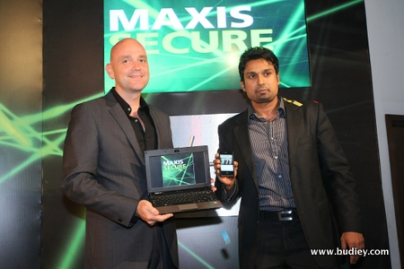 (L to R) Jean-Pascal van Overbeke and T. Kugan launching Maxis Secure services which protect customers' data and devices