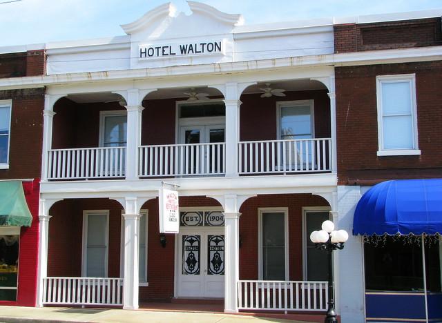 Hotel Walton - Carthage, TN