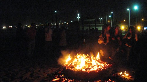 Celebrating Chahārshanbe Sūrī on Dockweiler Beach