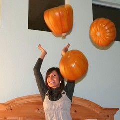 pumpkin juggling 80 (TeeRish) Tags: pumpkins dork juggling pumpkinporn 365reject flickrgrouproulette