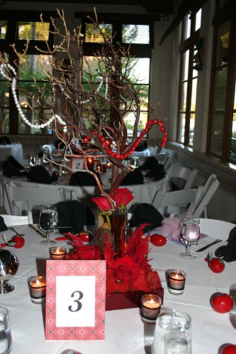 Red Black and White Centerpiece Ideas photo 105269-4