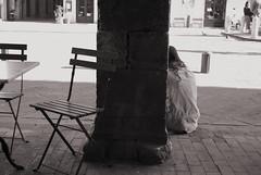 Pausa pranzo ... #5 (Laura in cerca di foto.. e si è di nuovo persa!!!) Tags: nikon pisa toscana d40x folchi pisasocialevent laurafolchi