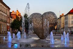 Valentine's Day ...au coeur de Troyes! (jjcordier) Tags: amour saintvalentin champagne aube statue valentinesday troyes coeur jetdeau