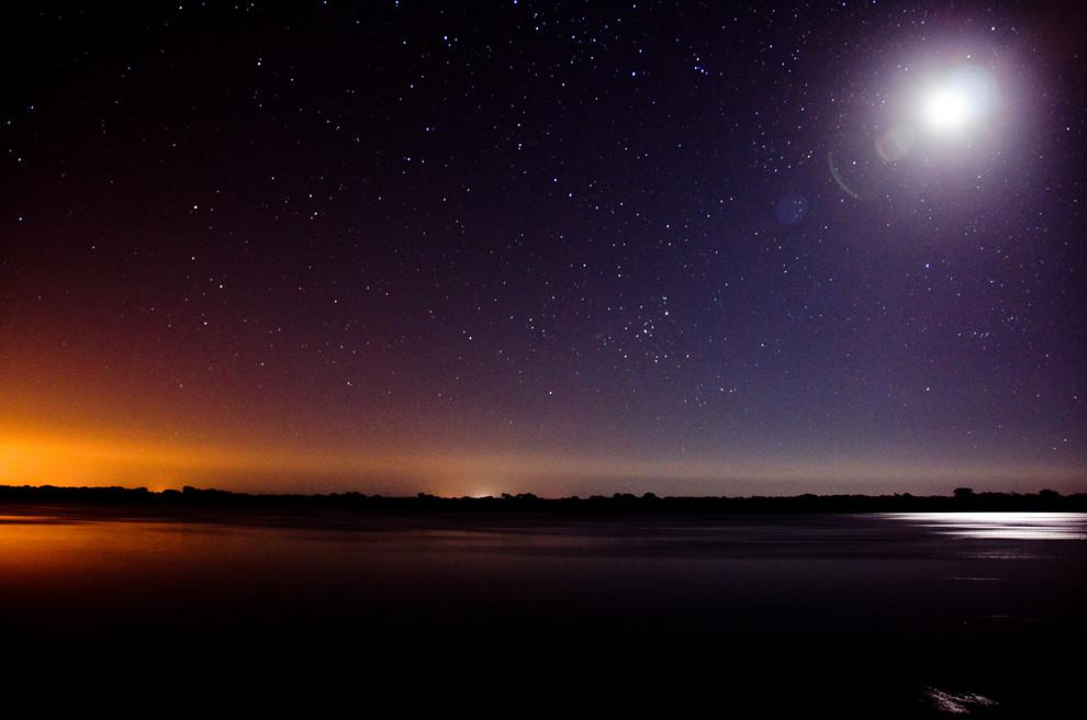 Otro factor importante para la astrofotografía es una noche sin luna para poder realizar las mejores tomas. Mientras esperabamos que la luna dejase el firmamento pudimos capturar esta toma. (Rober Dam - Zanjita, Paraguay)