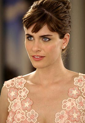 New Amanda Peet Hairstyle