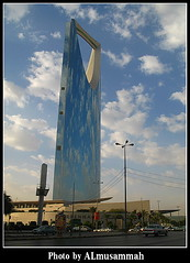 Kingdom Centre (almusammah) Tags: city sky cloud riyadh saudiarabia canong7