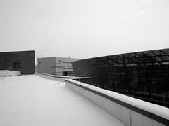 . (fusion-of-horizons) Tags: street roof winter snow architecture campus de photography photo university fotografie photos cincinnati main architect thom uc mayne morphosis arhitectura steger arhitect arhitectur betterthangood universityofcincinnatirecreationcenter