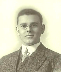 College hunk c 1914 USA portrait (pince_nez2008) Tags: nose glasses handsome graduate eyeglasses eyewear eyeglass pincenez noseclip youngmenwearingpincenez noseeyeglasses