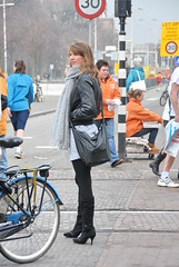 Long Tall Sally (FaceMePLS) Tags: woman girl highheels nederland thenetherlands streetphotography denhaag vrouw longlegs everydaypeople nikond200 straatfotografie facemepls hogehakken langebenen longblackleatherboots langezwartelerenlaarzen gewonemensen cpc2008