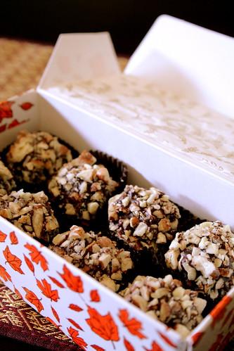 pumpkin truffles, pecan balls 005