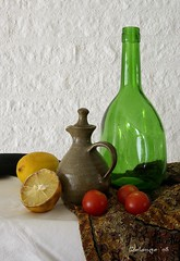 Still life (henx fotojam) Tags: life red green yellow tomato bottle still lemon groen citroen stilleven vase geel fles tomaat delange kruik