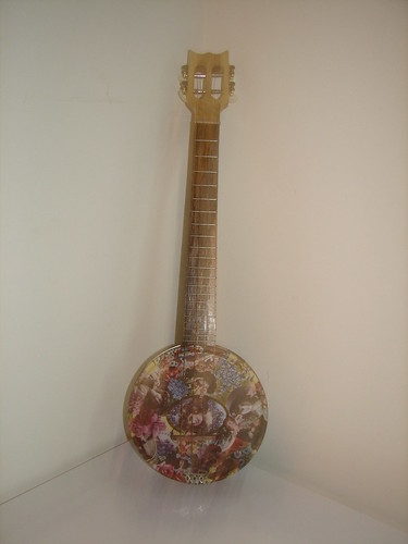 Cookie Tin baritone uke