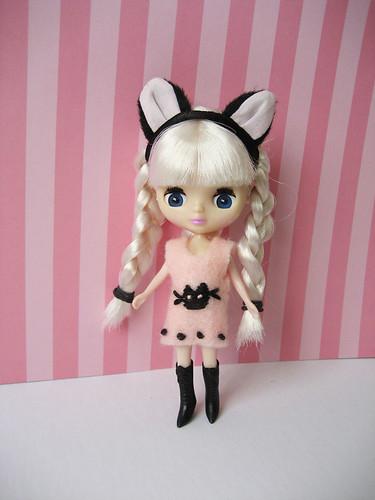pink black cute dress handmade embroidery kitty felt tiny blythe petite
