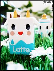 Le jardin des Moofia (  Pounkie  ) Tags: toy toys explore urbanvinyl designertoys tokidoki designertoy vinyltoys moofia moofialatte moofiababybottle pounkiestoyscollection expokitchenette112011