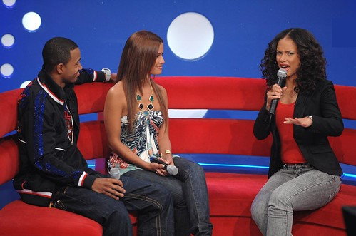alicia keys showing her sexy ass thighs on 106 & park