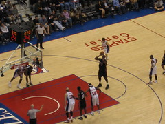 Shaq at the free throw line-Clippers v. Heat (VKNRM) Tags: shaq lakers shaquille magicjohnson staplescenter shaquilleoneal magicjohnsonstatue clippersvheat