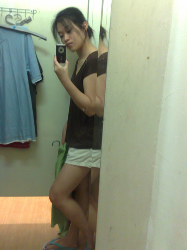 Camwhoring in the fitting room.