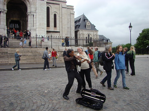 Violonist near Sacre Coeur (6)