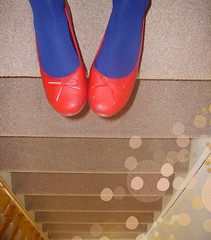 hangin (miss sundress) Tags: blue red shoes stair pumps tights