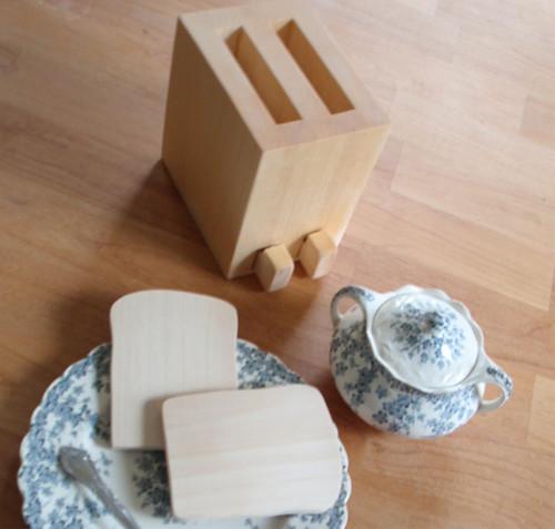 little wooden toaster