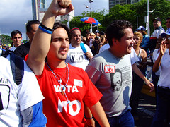 Freddy and Ricardo (ervega) Tags: students march avenida concentration university no venezuela protest caracas ucv protesta usb usm avenue reforma campaign cierre ucab marcha reform concentracion unimet universidades estudiantes campaa studentmovement movimientoestudiantil avbolivar ricardosanchez freddyguevara movimientoestudiantilvenezolano venezuelanstudentmovement