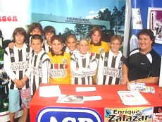 Jugadores de la Clase 95` junto con Rafael Lenarduzzi