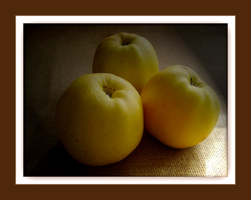 Tres manzanas/Three apples