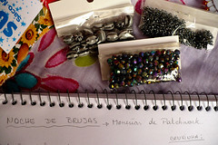 Noche de Brujas (Tatiswaps (Tati Tortelly)) Tags: black notebook beads jewelry note notas supplies contas supply caderno cuaderno anotaes continhas