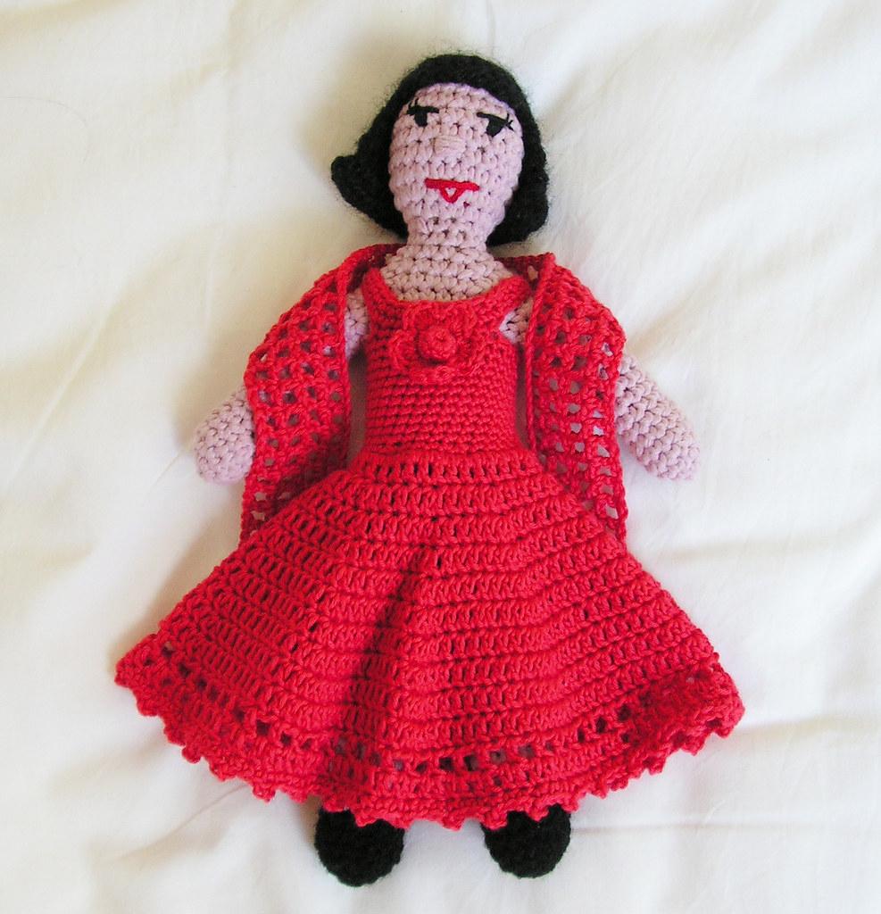 Beatrix en robe rouge