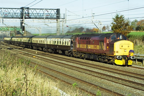 37410 heading south out of Tring with the 1Z36 Silverlink Swansong _3 03-11-07
