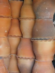 pot or top ? (krismo_pompas) Tags: ceramic asia bangkok terracotta pot nov2007 plantingpot