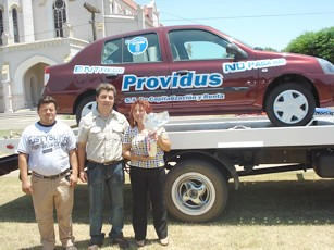 Jorge Videla junto a su familia y a su 0 km.
