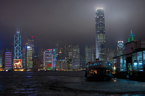 Hong Kong and ferry at night / Hong Kong i prom w nocy