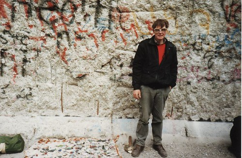 Selling the wall, 1990