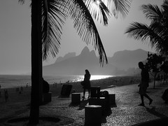 Ipanema Beach - Brasil - Rio de Janeiro - Brazil (  Claudio Lara ) Tags: street city light sunset brazil urban bw streets luz praia beach me girl rio brasil riodejaneiro landscape do rj janeiro cidademaravilhosa bresil weekend brasilien explore ccbb e da frontpage pretoebranco brasile depois colombo ipanema coqueiro 1000000 claudiolara 123bw 121610 10132007 diaadiabrasileiro httpflickrcomexploreinteresting20071013page1 vouchegarlrss