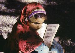 Oman in the seventies (Chris Kutschera) Tags: schoolgirl oman ecole fillette coran sultanate