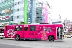 公車整體廣告台灣紅,真是非常搶眼的紅