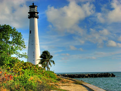 Cape Florida Lighthouse - Miami (Nino H) Tags: ocean usa lighthouse beach key florida miami palm atlantic cape phare palmier biscayne atlantique supershot mywinners capefloridastatepark
