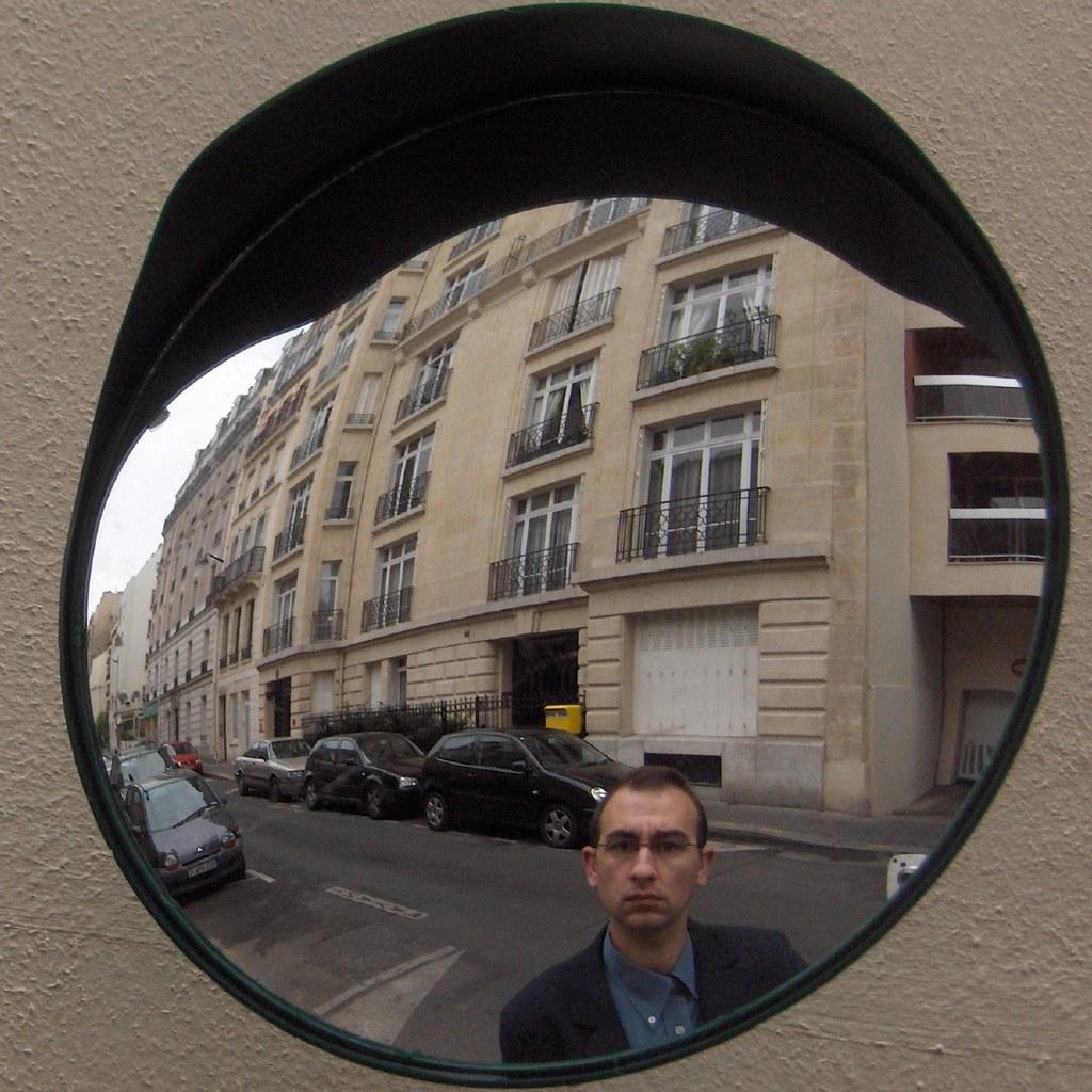 Autoportrait reflet, rue du Docteur Blanche, 28 avril 2008