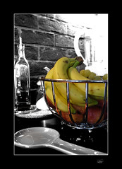 fruttasfruttata ( pix&love) Tags: bw copyright art fruit photoshop canon cutout relax eos 350d luca flickr foto banana hobby lukeskywalker selfmade frutta photoart 1022mm levels myphotos passione emozioni fotografiadigitale canoniani passionefotografica lucamencarelli canonianiromani passionedigitale pixlove