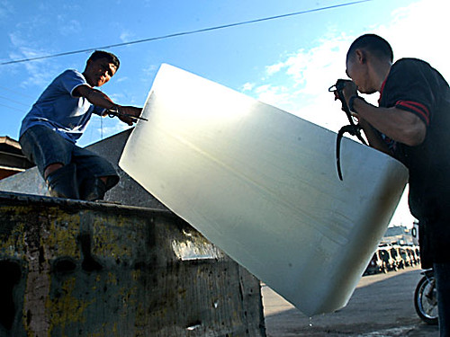 ice workers  Buhay Pinoy Philippines Filipino Pilipino  people pictures photos life Philippinen  菲律宾  菲律賓  필리핀(공화국)