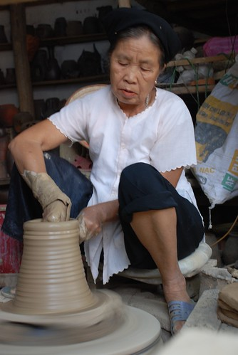 Old lady - Thanh Nhan Pottery Village