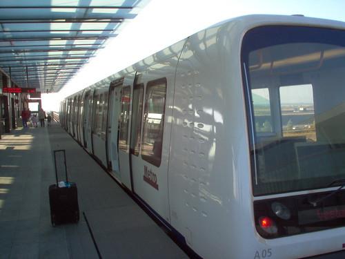Copenhagen's metro 2005 por sftrajan.