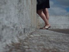 Pispeando (Otra Melva) Tags: club muelle buenosaires legs deck walls paredes piernas yachtclubcentronaval