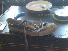 Shoe (PRDH) Tags: old broken shoe shoes plate converse rubbish trunk allstar alltars