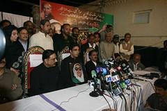Asif Ali Zardari (Jahangir @) Tags: family flowers pakistan pray mother sindh supporters ppp mazar pppp sukkur larkana benazirbhutto zulfikaralibhutto naudero jahangirkhan formerpakistanprimeministerbenazirbhutto garhikhudabakhsh bilawalbhuttozardari asifalizardari bilawalzardari