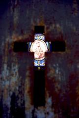 cross (alternativefocus) Tags: paris france cemetery cross pentax stainedglass perelachaise aficionados pentaxk10d alternativefocus